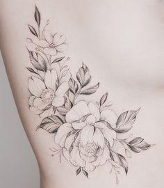 My fav flowers: Big floppy peony, diff leaf types, and smaller poppies Side Boob Tattoo, Side Tattoos, Body Art Tattoos, Small Tattoos, Sleeve Tattoos, Hip Tattoo Designs, Flower Tattoo Designs, Flower Tattoos, Dahlia Tattoo