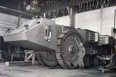 Krupp Räumer S. One of the strangest German vehicles discovered after the war was a huge four wheeled device built by Krupp. This vehicle was built in 1944. It weighed in at 130 tons and was support by 2.7 meter diameter steel wheels. The huge vehicle pivoted in the middle to keep the vehicles turning circle a reasonable distance. Each half of the Räumer S was powered by a 12-cylinder Maybach HL90 engine. The only finished Krupp Räumer-S was captured in Hillersleben in 1945 by the Americans