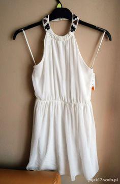Zwiewna sukienka z kolią bez pleców ZARA   Cena: 35,00 zł  #bezplecow #kolia #zarasukienka #bialesukienki