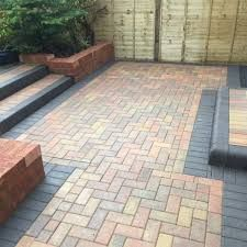 SM Groundworks has established itself as a leading service provider of Block Paving driveways, Patios and Pattern Imprinted Concrete. We pride ourselves in providing the most tailored professional services. Block Paving Driveway, Driveway Landscaping, Driveway Ideas, Blue Master Bedroom, Master Bedroom Interior, Block Paving Patterns, Patio Pictures, Cool House Designs, Kitchen Remodel