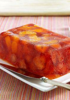Gelatina estilo mimosa con naranjas y fresas- Como la bebida clásica del brunch, esta gelatina refrescante lleva mandarinas, naranjas y fresas.