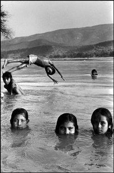 Magnum Photos Photographer Portfolio Abbas