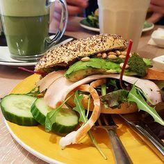 Lekker dagje in Hoorn samen. Net naar de kapper geweest, nu lekker lunchen! ♡