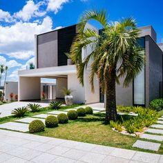 Fachada moderna e entrada com canteiro natural de Garden Light Paisagismo Paisagismo - 144467 no Viva Decora