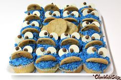 Super Easy Cookie Monster Cupcakes Funny Food, Food Humor, Fun Desserts, Dessert Recipes, Cookie Monster Cupcakes, Sydney Food, Coconut Pecan, Pretty Cupcakes, Elmo Party