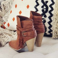 Love the back of these booties! www.spool72.com