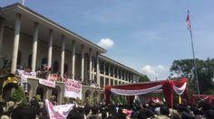 #PestaRakyat Suasana antusias mahasiswa dari berbagai kluster begitu besar & siap menggoyahkan rektorat.  by Aditria Nurmita Dewi (@monstersampo). #ugm #mhsjogja