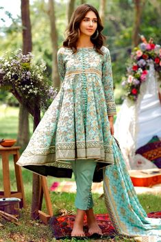 Buy Alkaram Studio Cambric Mid Summer 2017 Unstitched 2 Piece Suit in Green from LawnCollection.pk & Get your outfit at doorstep anywhere in Pakistan. Pakistani Frocks, Pakistani Party Wear Dresses, Simple Pakistani Dresses, Pakistani Fashion Casual, Pakistani Dress Design, Pakistani Outfits, Stylish Dresses For Girls, Stylish Dress Designs, Frocks For Girls