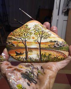 No hay ninguna descripción de la foto disponible. Stone Art Painting, Pebble Painting, Pebble Art, Painted Rock Cactus, Painted Rocks Craft, Rock Painting Patterns, Rock Painting Designs, Stone Crafts, Rock Crafts