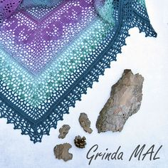 A free crochet pattern of the Grinda Shawl. Do you also want to crochet this shawl? Read more about the Free Crochet Pattern Grinda Shawl Poncho Crochet, Crochet Mandala, Crochet Scarves, Crochet Stitches, Crochet Hooks, Free Crochet, Easy Knitting Projects, Crochet Projects, Double Crochet