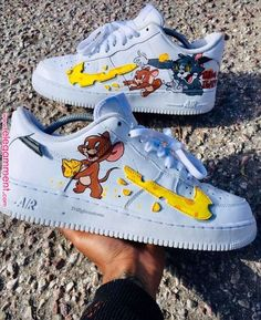🐈👟🐀Tom and Jerry Nike Sneakers🐀👟🐈 Custom Painted Shoes, Custom Shoes, Nike Custom, Custom Af1, Hand Painted Shoes, Souliers Nike, Nike Shoes Air Force, Aesthetic Shoes, Cute Sneakers