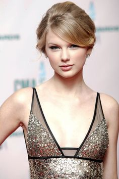 Taylor Swift beauty looks throughout the years - Tibba