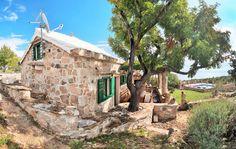 Insel Brac in Kroatien...... Ein beliebter Ort für Liebhaber der Natur, Authentizität und Entspannung. http://www.croatie-location.fr/de/apart/insel-brac-haus-visoka/246.html?items=437#page=1&placeid=46&persondown=&personup=&datestart=&dateend=&pricestart=0&priceend=