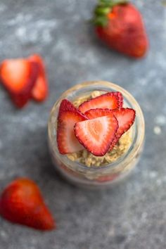 Overnight Oats - 9 Recipes + Tips for the BEST Easy Meal Prep Breakfast Make Ahead Oatmeal, Healthy Make Ahead Breakfast, Breakfast Recipes, Healthy Yogurt, Healthy Snacks, Oats Recipes, Whole Food Recipes, 150 Calorie Snacks, Best Overnight Oats Recipe