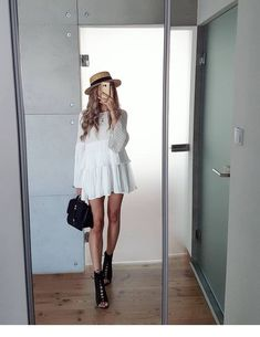 White dress and hat - summer - ChicLadies. Mode Outfits, Trendy Outfits, Fashion Outfits, Womens Fashion, Fashion Trends, Fashion Ideas, Fashion Tips, Spring Summer Fashion, Spring Outfits