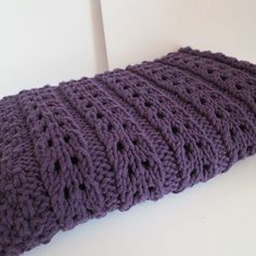 Ravelry: La baby blanket de Lou pattern by Alice Madehere Crochet Afgans, Knit Crochet, Knitted Baby Blankets, Knitted Hats, Knitting Stitches, Baby Knitting, Yarn Thread, Baby Gifts, Knitting Patterns