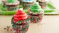 Elf Hat Cupcakes Christmas Tree Brownies, Christmas Tree Cookies, Christmas Cupcakes, Christmas Treats, Christmas Recipes, Holiday Recipes, Santa Cookies, Christmas Foods, Holiday Cookies