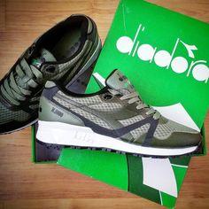 Foot Locker hat mir ihren neusten Zugang aus dem Hause Diadora geschickt. Der N9000 MM Bright II in Olive grün bringt mich bei dem regnerischen Wetter in Sommerfeeling.  @footlockereu #shoes #shoe #kicks #footlockereu #instashoes #instakicks #sneakers #sneaker #sneakerhead #sneakerheads #solecollector #soleonfire #nicekicks #igsneakercommunity #sneakerfreak #sneakerporn #shoeporn #fashion #swag #diadora #fresh #photooftheday #turnschuhe  #sneakerholics #sneakerfiend #shoegasm #kickstagram…