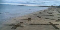 A 427 años del naufragio de la Armada Invencible aparecen cruces en la costa irlandesa - http://www.absolutirlanda.com/a-427-anos-del-naufragio-de-la-armada-invencible-aparecen-cruces-en-la-costa-irlandesa/
