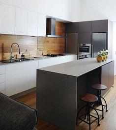 Holz für die Rückwand und den Boden in die Küche verwenden