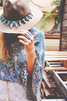 Boho Look | Acessórios turquesa boho, maxi colar, chapeu boho