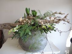 Flower Decorations, Christmas Decorations, Easter Flowers, Rustic Flowers, Home And Deco, Easter Wreaths, Plant Decor, Holidays And Events, Easter Crafts