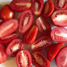 What to Plant in a Pizza Garden Storing Tomatoes, How To Store Tomatoes, Canning Tomatoes, Tomato Paste Recipe, Tomato Soup Recipes, Growing Shiitake Mushrooms, Making Homemade Pizza, Vegetable Garden For Beginners, Home Grown Vegetables