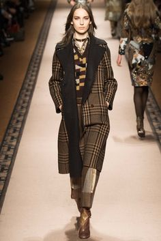 See the complete Etro Fall 2015 Ready-to-Wear collection.