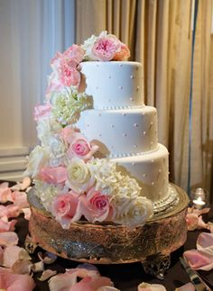 wedding cake with flowers down one side wedding cake designs on wedding cake designs 26880