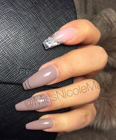 Opting for bright colours or intricate nail art isn't a must anymore. This year, nude nail designs are becoming a trend. Here are some nude nail designs. White Tip Acrylic Nails, French Nails Glitter, Perfect Nails, Gorgeous Nails, Pretty Nails, Get Nails, How To Do Nails, Hair And Nails, Nail Swag
