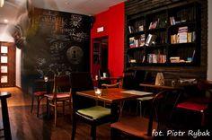 klubokawiarnia Grawitacja; Browarna 6, Powiśle Warsaw. #mias_to #klubokawiarnia Warsaw, Corner Desk, Conference Room, Table, Furniture, Home Decor, Corner Table, Decoration Home, Room Decor