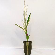 #ikebana #ikenobo #ikebanaclass #london #japaneseflowerarrangement #池坊#いけばな教室#ロンドン#生花 #三種生 #shoka #sanshuike by Ekaterina