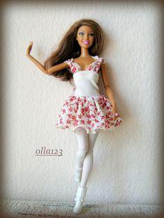 Blog o Barbie Fashionistas firmy Mattel, próbach tworzenia dla nich ubrań oraz o sztuce fotografii: Sukienka w kwiatki z perełkami