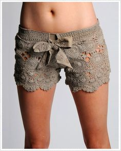 I have decided that making these shorts will be my next project. It's daring, but I need a good challenge...and they are just too adorable!