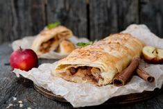 Easy Apple Strudel Recipes-Some clichés are clichés for grounds. While you believe Appel Strudel on a niche site featuring Viennese foodstuff is alm. Easy Apple Strudel Recipe, Strudel Recipes, Apple Recipes, Crockpot Recipes, Great Desserts, Dessert Recipes, Dessert Food, Cake Recipes, Healthy Dinner Recipes