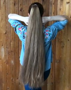VIDEO - Perfect ponytails - RealRapunzels - July 06 2019 at Long Hair Ponytail, Bun Hairstyles For Long Hair, Haircuts For Fine Hair, Chic Hairstyles, Long Thin Hair, Very Long Hair, Long Hair Cuts, Thick Hair, Perfect Ponytail