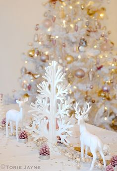 Christmas Enchanted Forest dining table by Torie Jayne Shabby Chic Christmas, Woodland Christmas, Merry Little Christmas, Christmas Love, Christmas Colors, Xmas, Christmas Things, Christmas Tablescapes, Christmas Tree Decorations