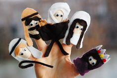 Christmas Nativity Finger puppets and free pattern download via Amy Huntley (The Idea Room)