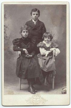 Louis, Margaret, and Elizabeth Bevier :: 1899 :: Historic Huguenot Street Archives