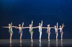 4 chorégraphes emblématiques réunis pour une soirée de danse inoubliable.  #Première #hommage #Ravel #Robbins #Balanchine #CherkaouiJalet #ballets #danse #PalaisGarnier #mustsee ©Laurent Philippe/ONP