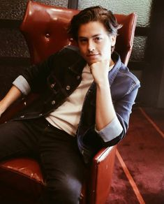 Watch Riverdale, Riverdale Cast, Zack Et Cody, Cole Sprouse Wallpaper, Dylan Sprouse, Sprouse Cole, Cole Spouse, Lili Reinhart And Cole Sprouse, Cole Sprouse Jughead