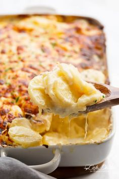 This Parmesan Scalloped Potatoes VIDEO Cafe Delites is a better for our Lunch made with awesome ingredients! Dairy, gluten, grain free and paleo too!, Our golden parmesan potatoes Recipes very delicious, we can try to make this Garlic Herb Mashed Potatoes Parmesan Potatoes, Peeling Potatoes, Sliced Potatoes, Garlic Parmesan, Potato Vegetable, Vegetable Side Dishes, Vegetable Recipes, Carrot Recipes, Side Dishes