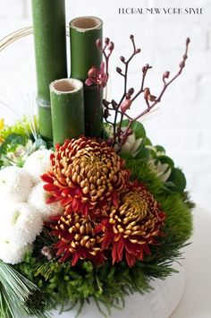 Floral New York Style Tropical Flower Arrangements, Ikebana Arrangements, Beautiful Flower Arrangements, Beautiful Flowers, Exotic Flowers, Fresh Flowers, Purple Flowers, Wild Flowers, Deco Floral