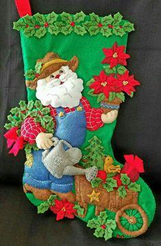 Felt Christmas Stockings, Felt Stocking, Christmas Crafts, Christmas Ideas, Felt Decorations, Handmade Decorations, Home Crafts, Diy And Crafts, Holly Leaf