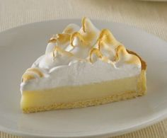 One of my favourite cakes: Lemon Pie! (who doesn't love lemon curd? Köstliche Desserts, Delicious Desserts, Dessert Recipes, Yummy Food, Pie Recipes, Sweet Recipes, Lemond Curd, Cupcake Cakes, Cupcakes