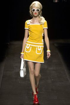 Moschino Spring 2013 Ready-to-Wear Fashion Show - Daria Strokous