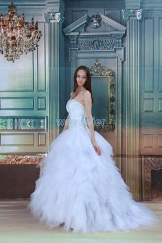Ball Gown Strapless Floor Length Tulle White Wedding Dress with Appliques(ZJ7572)