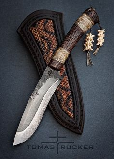 ~ Living a Beautiful Life ~ Custom Handmade Knives - Tomas Rucker Forging Knives, Blacksmithing Knives, Forged Knife, Tactical Pocket Knife, Tactical Knives, Cool Knives, Knives And Swords, Knife Stand, La Forge
