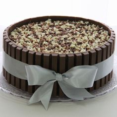 Bolo Kit Kat Easy Cake Decorating, Birthday Cake Decorating, Bolo Ferrero Rocher, 4th Birthday Cakes, Birthday Ideas, Birthday Girl Pictures, Love Chocolate, Cata, Dessert Recipes