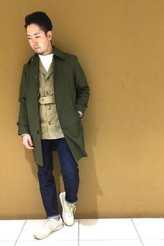 秋のコートスタイル  モックネックのインナーにサファリJK、ステンカラーコートを合わせました。 個性的なデザインのアイテムを使用しながらも、トレンドを押さえた組み合わせとなっています。